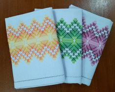 Jogo americano - vagonite Swedish Weaving Patterns, Baby Knitting Patterns, Cat Cross Stitches, Cross Stitch Embroidery, Borboleta Crochet, Hand Embroidery Design Patterns, Swedish Embroidery, Monks Cloth, Bead Loom Patterns