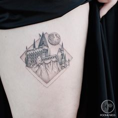 "1,876 curtidas, 32 comentários - Karry Ka-Ying Poon (@poonkaros) no Instagram: ""Hogwarts castle for Epi Done at @iristattooart"""
