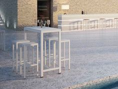 Flair è un'elegante sgabello per esterni, di Atmosphera, proposto da Spazio Schiatti ed ideale in giardini, terrazzi e dehors.