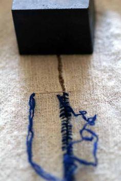軽く 縮 絨 を し て, 2 枚 の 布 を 継い で ます.