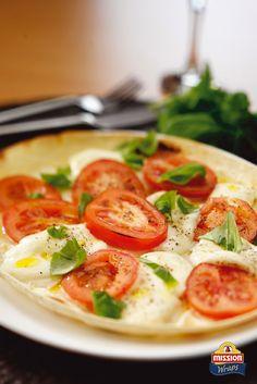 #missionwraps #wraps #food #inspiration #meal #mozzarella #tomatoes #basil www.missionwraps.es