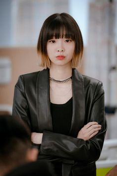 she's my fav character in Itaewon Class Korean drama. I never seen character like her to be the lead female, when we know she's sociopath but her act is amazing. Her real name is Kim Da Mi✨ Kdrama, Korean Fashion Trends, Girl Short Hair, Korean Actresses, Korean Celebrities, Green Hair, Korean Beauty, Ulzzang Girl, Pretty People