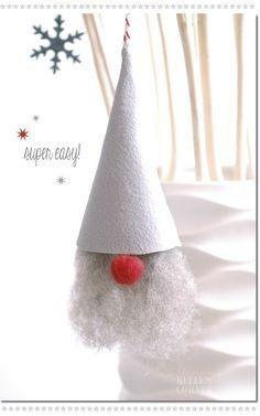 Kelly´s Corner: Bastelspaß mit Kindern | ★Les Tissus Colbert - Filzhut: gleich mit Band zur Tüte rollen  und verkleben, angefilzte (eher grobe) Märchenwolle einkleben und fertige rote Bommelnase aufkleben - Fertig!