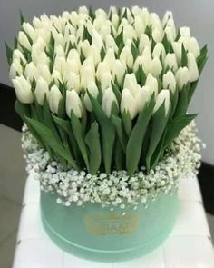 Centerpiece that doubles as gifts for each lady - Beautiful Bouquet Of Flowers, Tulips Flowers, Flowers Garden, Beautiful Roses, Pretty Flowers, White Flowers, Flower Box Gift, Flower Boxes, Rose Flower Arrangements
