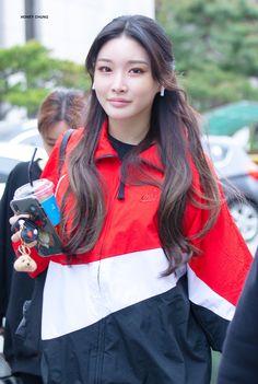 Produce 101, Chung Ah, Kim Chungha, Airport Style, Airport Fashion, Korean Makeup, Kpop Girls, My Girl, Rain Jacket