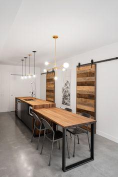 Portes de bois dans une unité KnightsBridge Entryway Tables, Conference Room, Dining Table, Design Inspiration, Indoor, Rustic, Tango, Furniture, Home Decor