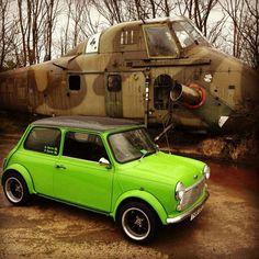 Mini cooper in lime green - xxDxx Mini Cooper Classic, Mini Cooper S, Cooper Car, Classic Mini, Classic Cars, Minis, Morris Minor, Bmw, Mini Things