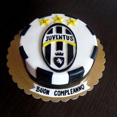 Football Birthday Cake, Soccer Birthday Parties, Cupcakes, Cake Cookies, Cupcake Cakes, Soccer Cake, Felt Cake, Sport Cakes, Barbie Cake