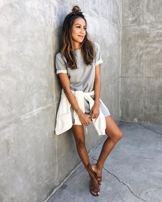 6,652 vind-ik-leuks, 23 reacties - Shop Sincerely Jules (@shop_sincerelyjules) op Instagram: 'Our Cara Dress is now available in Heather Grey!    shopsincerelyjules.com #sincerelyjuleswear'