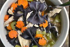 Halloween Favors, Halloween Dinner, Healthy Halloween, Halloween Food For Party, Halloween Treats, Halloween Night, Halloween Stuff, Holiday Treats, Halloween Food Recipes