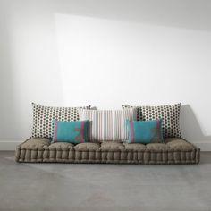 matelas tapissier futon capitonné pour lit banquette sol ou couchage 160 x 190 grand modèle detente ou couchage d'appoint.jpg