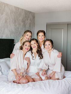 Bride And Bridesmaid Pictures, Bridesmaid Poses, Bride Pictures, Brides And Bridesmaids, Wedding Pictures, Bridemaid Pictures, Wedding Picture Poses, Wedding Photography Poses, Wedding Poses