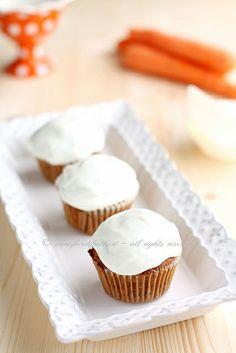 Cupcakes alla carota, mela e noci by fiordifrolla, via Flickr