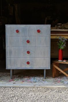 Diy Dresser Makeover Ideas Inspirational Metallic Paint Wash for Painted Furniture Repurposed Furniture, Rustic Furniture, Cool Furniture, Furniture Design, Refurbished Furniture, Antique Furniture, Diy Dresser Makeover, Furniture Makeover, Dresser Makeovers