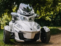 Unlike some three-wheeled motorcycles, the body doesn't roll in turns. The vehicle stays perfectly level, although leaning into the turns is recommended at speed. See what the Sypder has to offer.