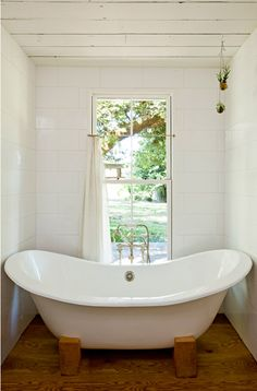 WOW. Can you imagine an old tub up on wooden leg supports like that? Fabulous idea!    Poppytalk - The beautiful, the decayed and the handmade: Small Space = Happy Space#more