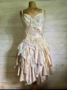 Made to order Dusky dress - Made to order Dusky dress Source by medicusa - Hippie Stil, Estilo Hippie, Altered Couture, Bohemian Mode, Bohemian Style, Boho Fashion, Fashion Dresses, Fashion Design, Pretty Dresses