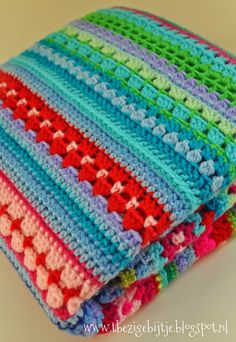 Cosy Stripe Blanket - It's two rows granny stripes and two rows double crochet. Crochet Diy, Crochet Afgans, Crochet Motifs, Manta Crochet, Crochet Chart, Love Crochet, Crochet Blanket Patterns, Baby Blanket Crochet, Knitting Patterns