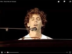 Mika live at Parc Des Princes singing Grace Kelly (in French)