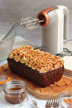 A Sweet, and Delicious Sticky Toffee Loaf Cake with the Sticky Toffee Sponge, Sticky Toffee Buttercream Frosting, and a Sticky Toffee Sauce! Toffee Cake Recipe, Sticky Toffee Cake, Cupcake Recipes, Baking Recipes, Dessert Recipes, Baking Ideas, Loaf Recipes, Flan, Mini Loaf Cakes