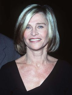 timeless beauty: Julie Christie at 70 Julie Christie, Beautiful Old Woman, Most Beautiful Faces, Timeless Beauty, Classic Beauty, Grey Hair Inspiration, Blond, Jacqueline Bisset, Charlotte Rampling