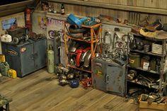 Mario Rapinett - World Miniatures - Garage et atelier moto miniature - Moto Miniature, Miniature Cars, Motorcycle Shop, Motorcycle Garage, Cool Garages, Honda, Le Far West, Diecast Model Cars, Mario