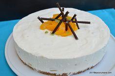 Tort cu iaurt si piersici reteta fara coacere. Un tort din iaurt cu frisca si fructe din compot sau proaspete, lejer, extrem se simplu si de rapid. Practic Sweets Cake, Cheesecake, Good Food, Goodies, Baking, Desserts, Recipes, Cakes, Drink