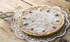 Osterfladen mit Griess: Alle Zutaten bereitstellen. Teig: Mehl, Salz, Zucker und Zitronenschale mischen. Butter beifügen und zu einer krümeligen Masse ...