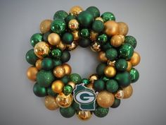 Image detail for -green bay packers ornament wreath from dottiegray Greenbay Packers, Packers Baby, Go Packers, Packers Football, Packers Season, Packers Memes, Packers Funny, Wreath Hanger, Diy Wreath
