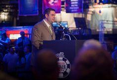 Турнирный директор WSOP Джек Эффель просит о сдержанности в Twitter.  Американский профессиональный игрок в покер Мэтт Гланц (Matt Glantz) никогда не стеснялся критиковать положение дел в индустрии онлайн-покера, а в этом году мощный поток его критики обрушился и в адрес у