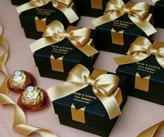 25 Black & Gold wedding favor gift box with satin ribbon, bow and your names, Elegant Personalized Gatsby theme wedding favors for guests – Wedding Gifts Gold Wedding Favors, Wedding Gifts For Guests, Wedding Favor Bags, Personalized Wedding Favors, Wedding Boxes, Chic Wedding, Wedding Invitations, Wedding Ideas, Elegant Wedding Favors