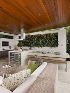 Modern alfresco dining decor idea - This stylish garden dining area has a lush living wall while the roof shelters the outdoor kitchen - Outdoor Kitchen Patio, Outdoor Kitchen Design, Outdoor Dining, Dining Area, Outdoor Decor, Dining Decor, Outdoor Barbeque Area, Alfresco Designs, Alfresco Ideas