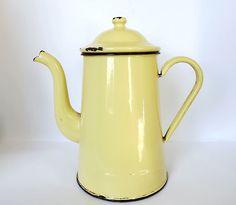 Vintage French enamel coffee pot in cheerful yellow. $20.00, via Etsy. Vintage Shop Display, Vintage Shops, Coffee Shop, Coffee Coffee, Coffee Time, Kitchen Must Haves, Pot Sets, Vintage Coffee, Mellow Yellow