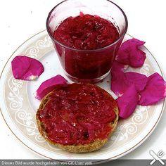 Rosenmarmelade, ein schmackhaftes Rezept aus der Kategorie Aufstrich. Bewertungen: 8. Durchschnitt: Ø 3,9.