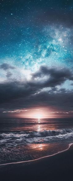 Nothing is as beautiful as God's own hand and reminds us of His love - Hintergrund - Natur Beautiful Sky, Beautiful Landscapes, Beautiful Places, Night Skies, Sky Night, Ocean Night, Beach Night, Belle Photo, Pretty Pictures