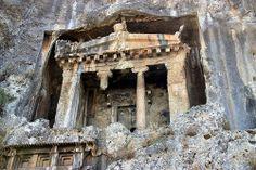 Adını tanrı Apollon'un oğlu Telmessos'tan aldığı söylenen kent M.Ö. 547 yılında Pers generali Harpagos'un eline geçerek Karya Satraplığı'na bağlanır. TELMESSOS FETHİYE