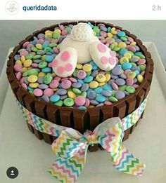 ideas for easter feast sweets easter bunny popo figurine from fondant - Kuchen - Cake-Kuchen-Gateau Hoppy Easter, Easter Eggs, Easter Food, Easter Bunny Cake, Easter Baking Ideas, Bunny Cakes, Holiday Desserts, Holiday Treats, Party Treats