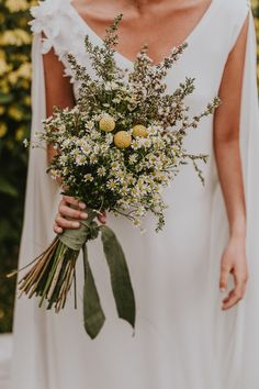 Wedding Flowers – Tips For Creating The Perfect Day Fall Wedding Bouquets, Fall Wedding Flowers, Yellow Wedding, Bridal Flowers, Flower Bouquet Wedding, Boho Wedding, Floral Wedding, Dream Wedding, Wedding Day