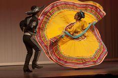 Baile típico de #Jalisco. Las tradiciones de #México a todo color.