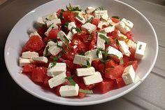 Wassermelonen-Feta Salat Wassermelonen-Feta Salat von K chenhilfskraft Chefkoch Caprese Salad, Quinoa Salad, Mole, Clean Eating, Brunch, Dairy, Snacks, Teller, Goat Cheese