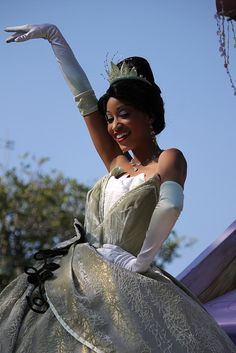 Tiana<3. Finally a Disney Princess Movie I didn't want to ravish apart at the seams? That Grimm's version is much more my style.