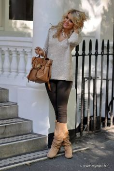 fall style. LOVE those boots. lovely oversized sweater with large bag. BEAUTIFUL