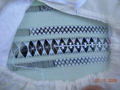 Encaje de Vainicas Hardanger Embroidery, Hand Embroidery Stitches, White Embroidery, Diy Embroidery, Embroidery Techniques, Embroidery Patterns Free, Willow Weaving, Drawn Thread, Thread Painting