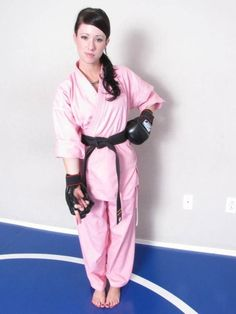 Female Martial Artists, Martial Arts Women, Taekwondo Video, Mortal Kombat Art, Karate Girl, Girls Golf, Barefoot Girls, Female Feet, Beautiful Asian Women