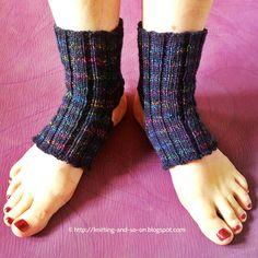 Yoga socks variations, free knitting pattern