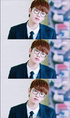The Legend of the Blue Sea is a South Korean television series starring Jun . Shin Won-ho as Tae-oh. A genius hacker. Legend Of The Blue Sea Kdrama, Shin Won Ho Legend Of The Blue Sea, Asian Actors, Korean Actors, Shin Cross Gene, Shin Won Ho Cute, Hong Ki, Korean Drama Series, Park Hyung