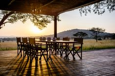 Singita Serengeti House is known for its luxury and exclusivity. The safari lodge at the Grumeti Reserves in Tanzania is inspired by European & African designs. Monte Kilimanjaro, Paises Da Africa, Outdoor Dining, Outdoor Decor, Game Reserve, African Design, Lodges, Outdoor Furniture Sets, Villa
