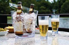 A Maus é uma empresa especializada em objetos para serviços de bar, como copos, jarras e baldes de gelo. Todos produzidos com material resistente, de alta qualidade, e design moderno e inovador que fazem toda a diferença. Os produtos da marca são inspirados em lugares paradisíacos do Brasil, já que cada um tem uma característica especial. E agora ela está também na Adoro Presentes!  #maus #copos #inquebravel #decoracao #balde #bebidas