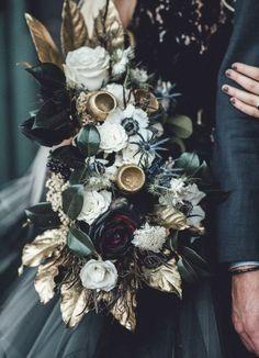 Black Bouquet, Gold Bouquet, Boquet, Green Wedding Shoes, Wedding Colors, Wedding Ideas, Wedding Inspiration, Geek Wedding, Wedding Bride