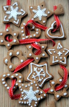 This recipe is for Pierniczki, which are polish Christmas cookies. Made with gingerbread and decorated in frosting, they are perfect for the holidays! Christmas Dishes, Noel Christmas, Christmas Treats, Christmas Baking, Winter Christmas, All Things Christmas, Christmas Tree Decorations, Christmas Cookies, Christmas Ornaments